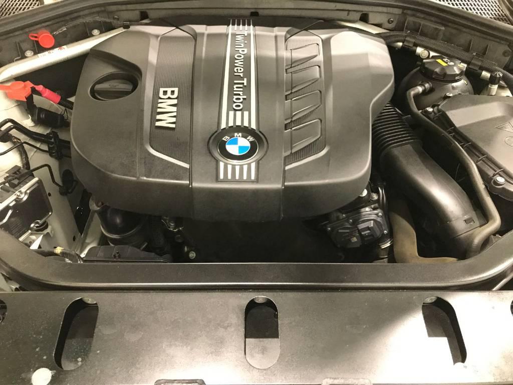 このエンジンこそBMWの魅力の一つでしっかりとしたトルクを感じつつも現行の車種は静穏性にも優れているので優秀なエンジンです!