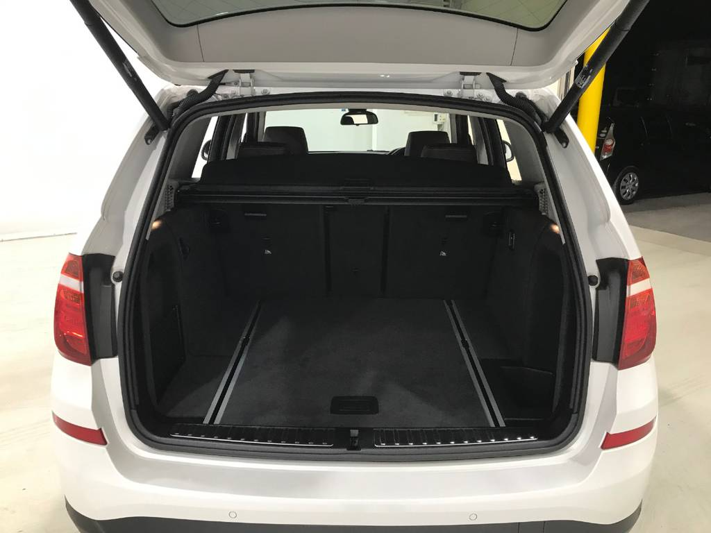 荷室はしっかりと容量確保が出来ていますのでゴルフバッグから買い物後の大き目の荷物まで対応できます♪