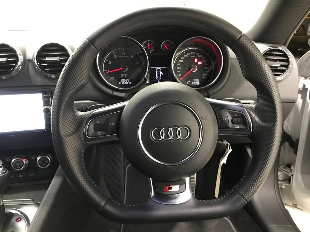 ハンドルは思いのほか軽めなので運転はしやすいかと思います。何よりこのメーター周りは本当にスタイリッシュで良いですね!