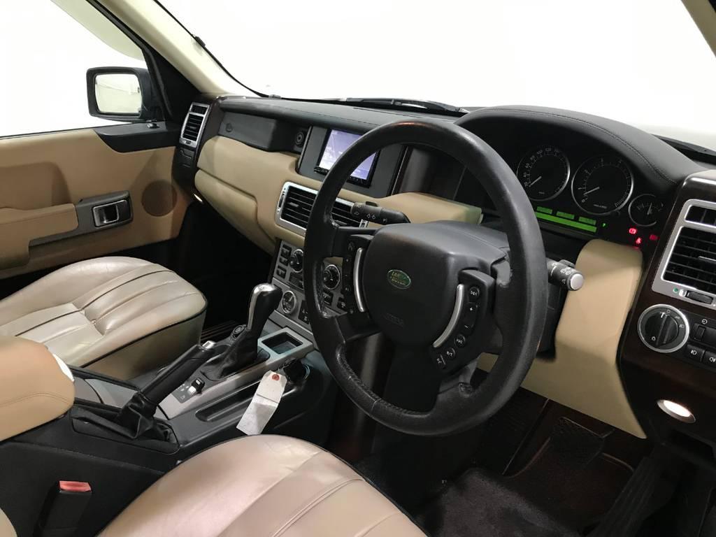 内装の質感は高いです。この当時で考えると高級車であることがうかがえます。
