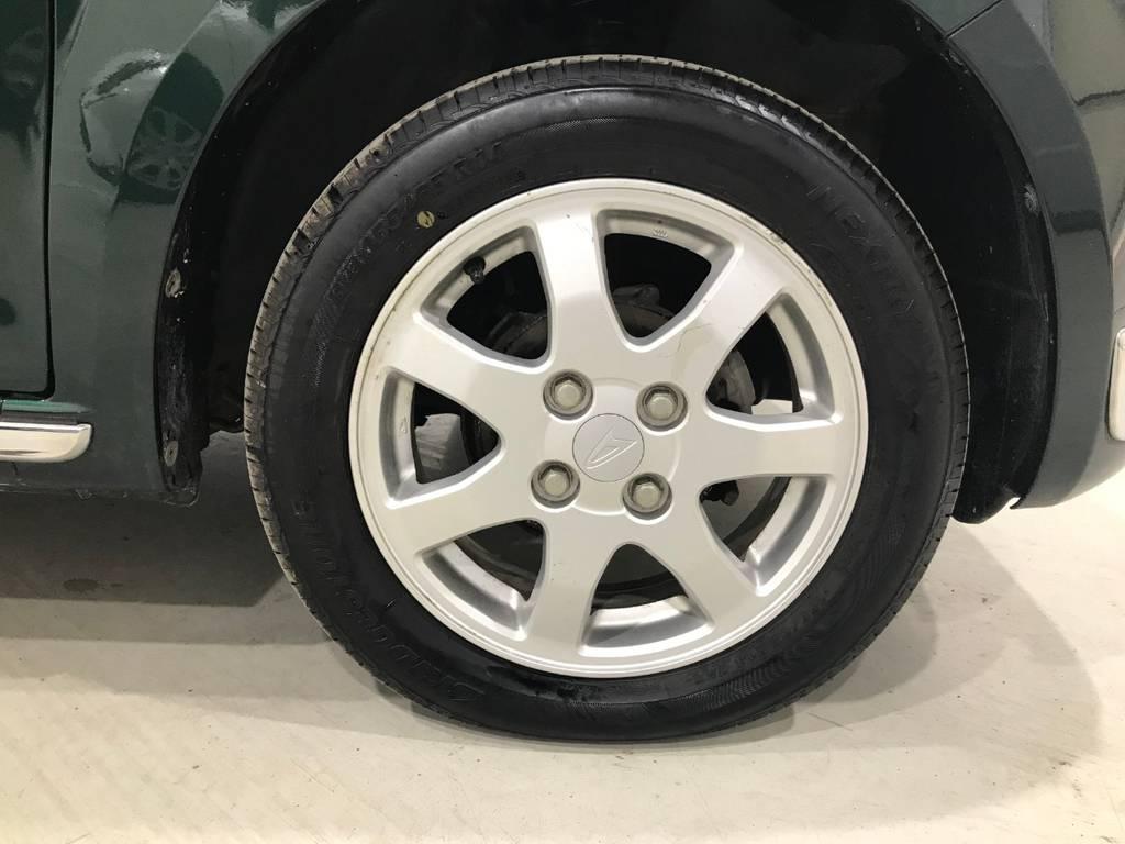 アルミは純正タイプです。タイヤの溝もまだまだあるのでご安心下さい。