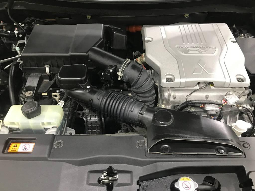 電気も充電できるのはありがたいですし、電気のおかげで燃費も良いのでこの価格でここまでの内容を得られるのは素晴らしい車ですね。