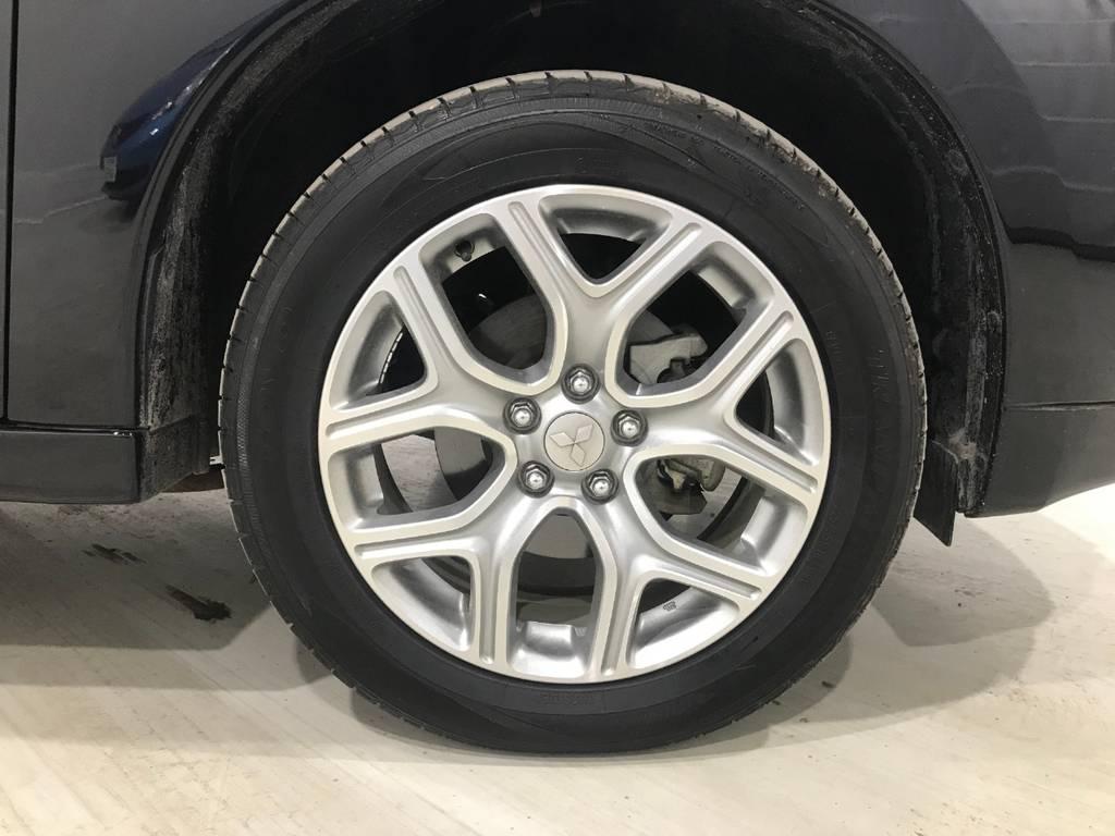 タイヤの溝はまだまだ残っています!これならしばらく大丈夫だと思います。