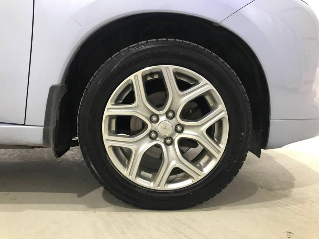 アルミは三菱純正アルミです。タイヤの溝もまだまだあります!