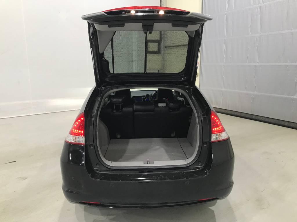 荷室は思いのほか容量があるのである程度大きな荷物でも運べるのがポイントです。自営業でお仕事される人の営業車としても活躍できそうです。