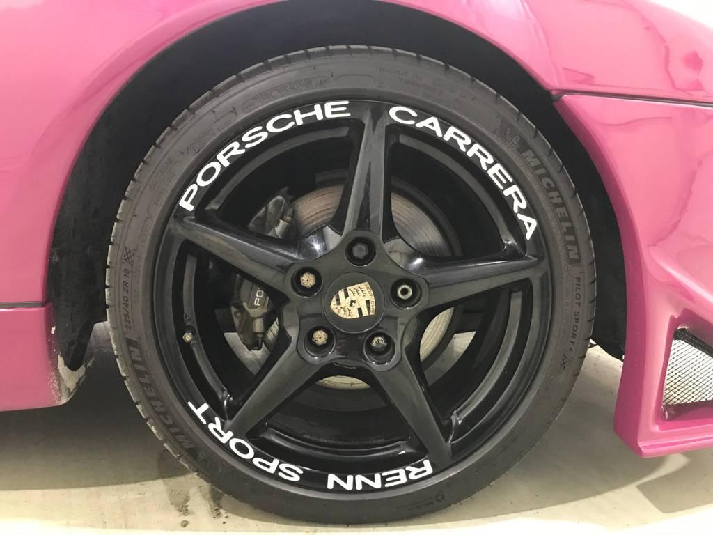 アルミにもこだわりを感じます。タイヤは安定のミシュランです。実はこういう細かい所こそお金が掛かっているかの見分けるポイントです。