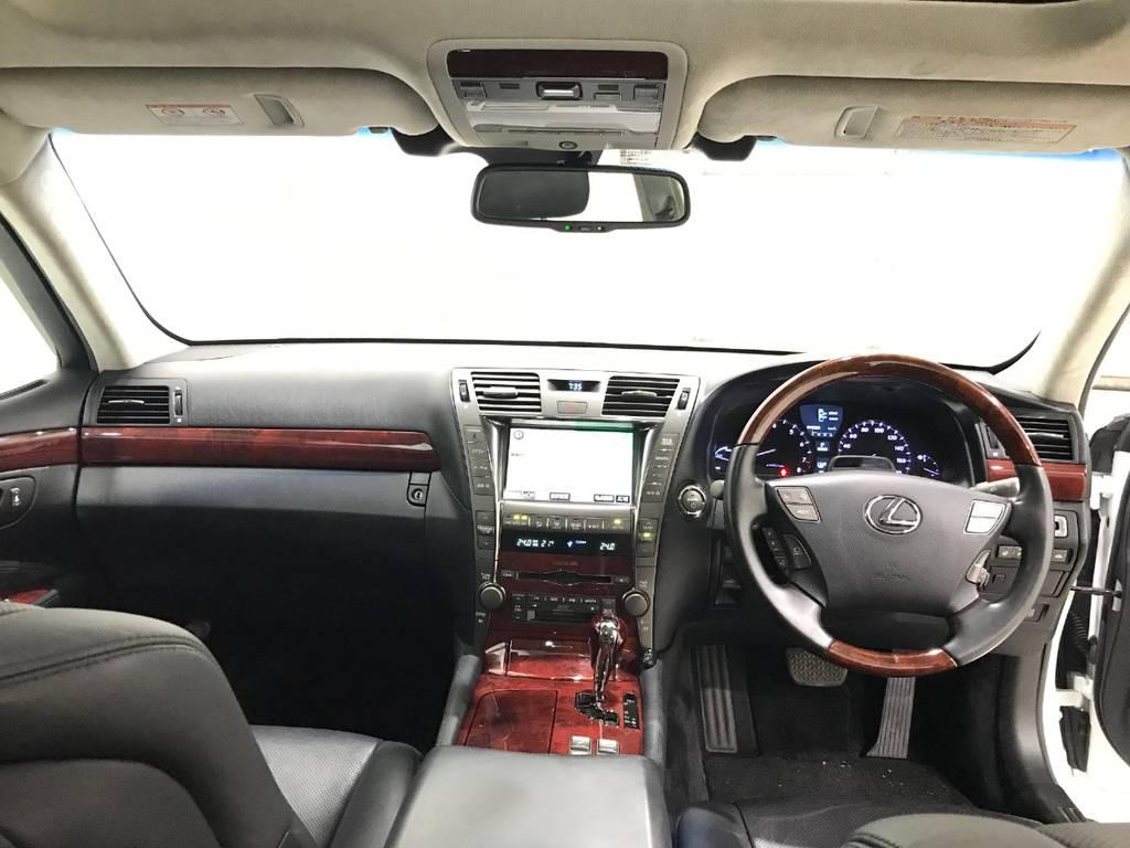 車内の感じは防音がしっかりされた部屋にいるような感じで外の音はほとんど車内に入ってきません。これこそ高級車です。
