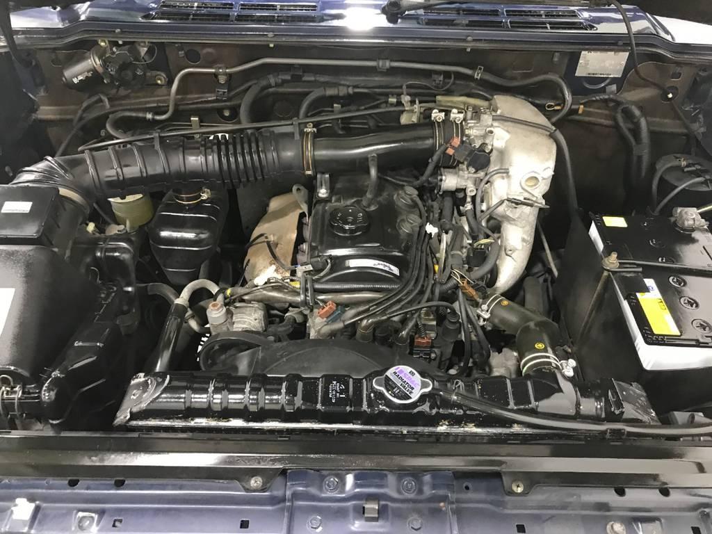 エンジンは異音はなく元気良く回ります。ターボはありませんがトルクはあるので悪路でもしっかり走ってくれます。