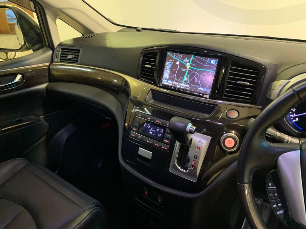 純正ナビではないもののアルパインのデカナビをインストール。高機能、大画面で快適な車生活が送れます。