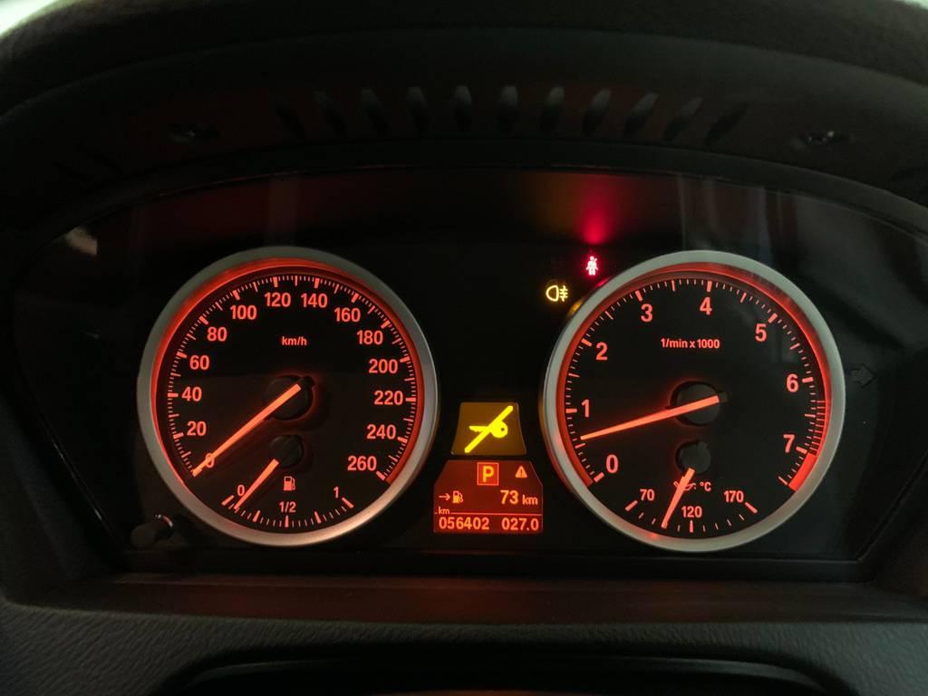 距離はまだまだ走れる5万キロ台です。現時点ではチェックランプは点灯していませんのでご安心ください。