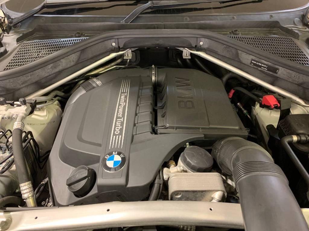 BMWの魅力ある走りを支えているのがこのエンジンです。エンジン始動から走行中まで太く心地よいサウンドが貴方のドライブをより楽しく演出してくれます。
