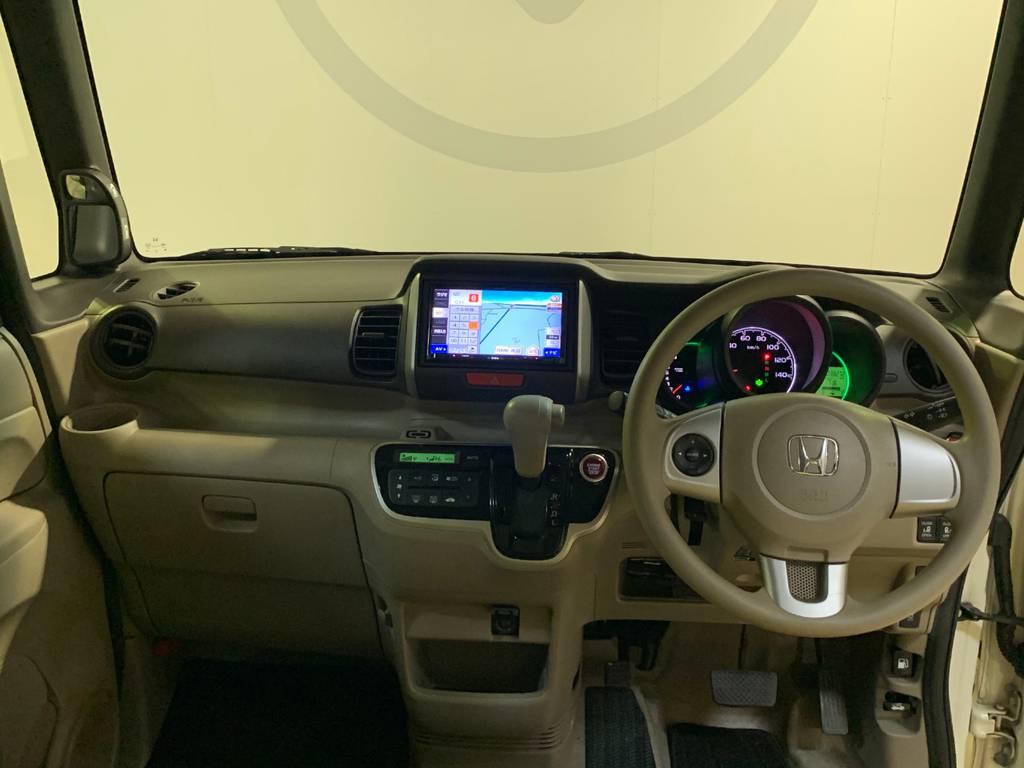 フロントウインドウも大きいので視界はもちろん安全性能も変わりますね。運転席はシートリフターも付いているので背が低い方も座高アップで視認性の心配はないです。