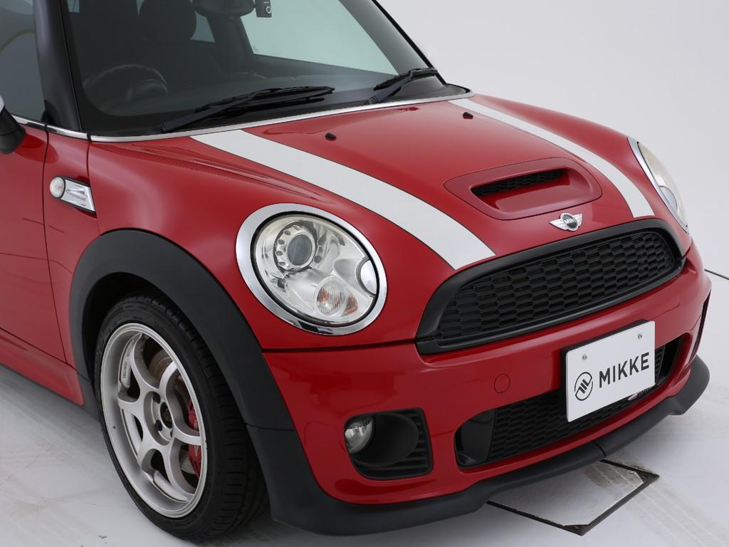 真っ赤なボディーが良く似合うお車です!
