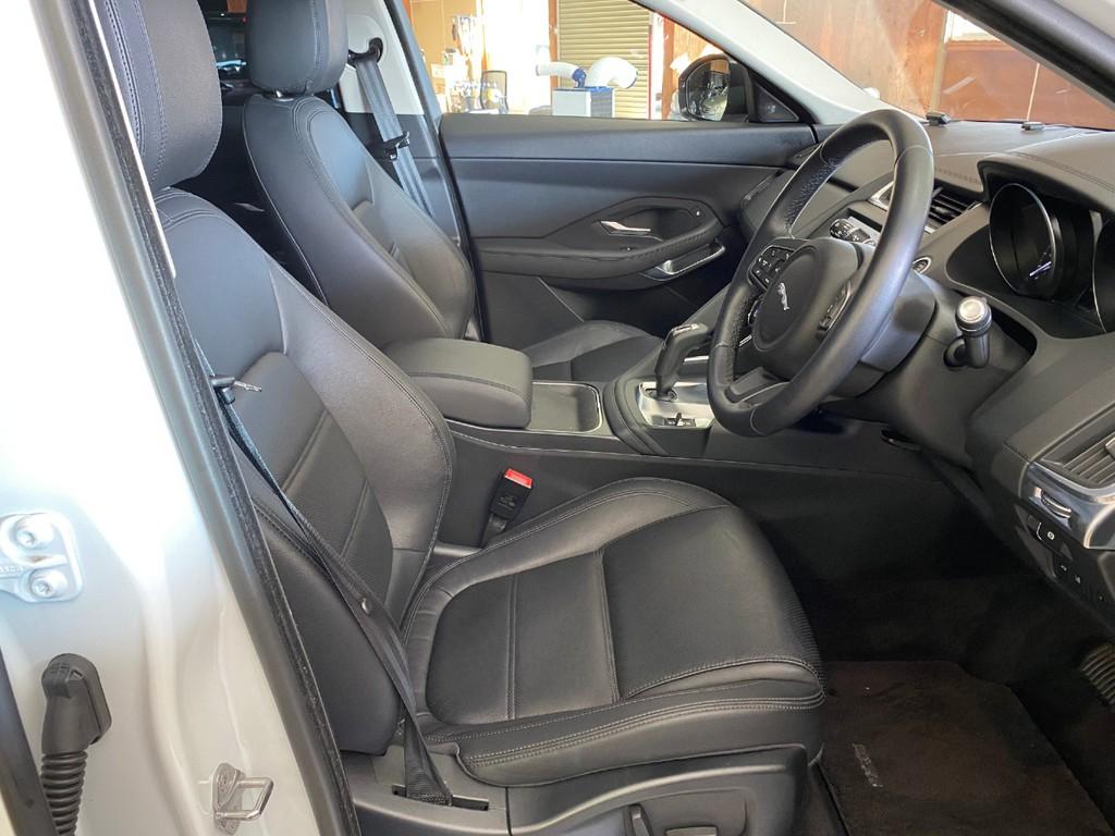 全席本革シートとなります!運転席はパワーシートになっております!