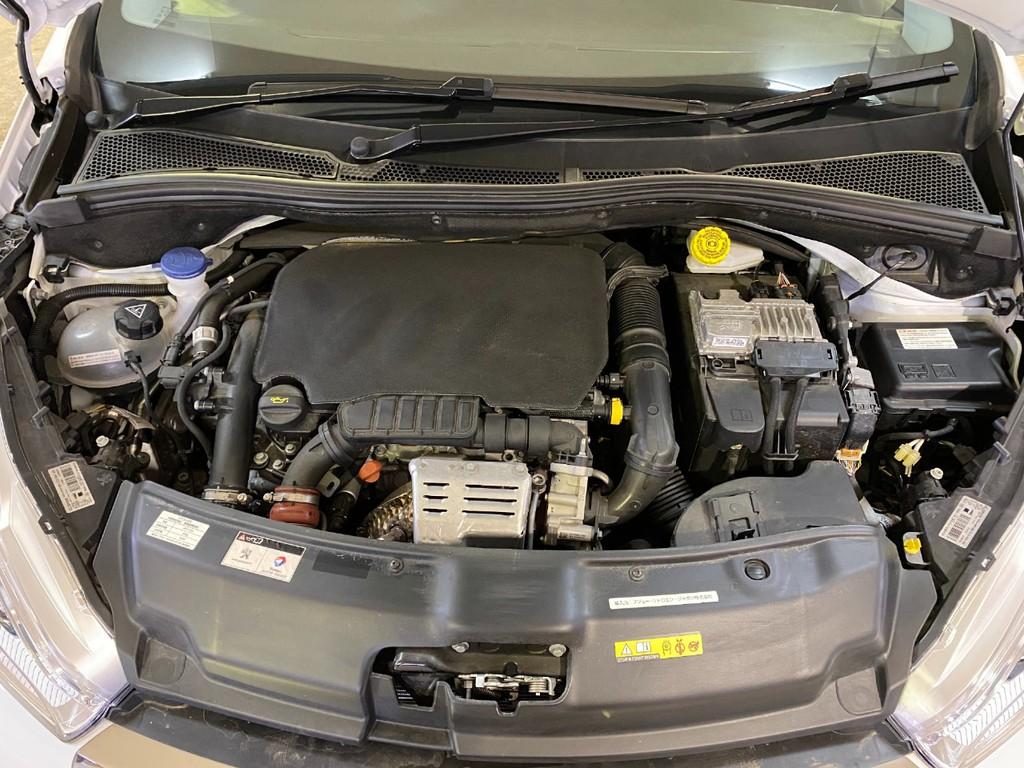 エンジンは、1200ccの3気筒ガソリンターボのPureTechです!