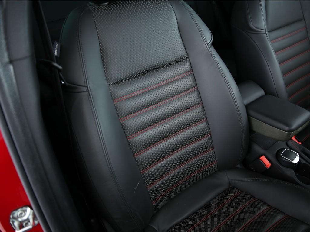 運転席にはキズがございますが、まだまだ使えます!