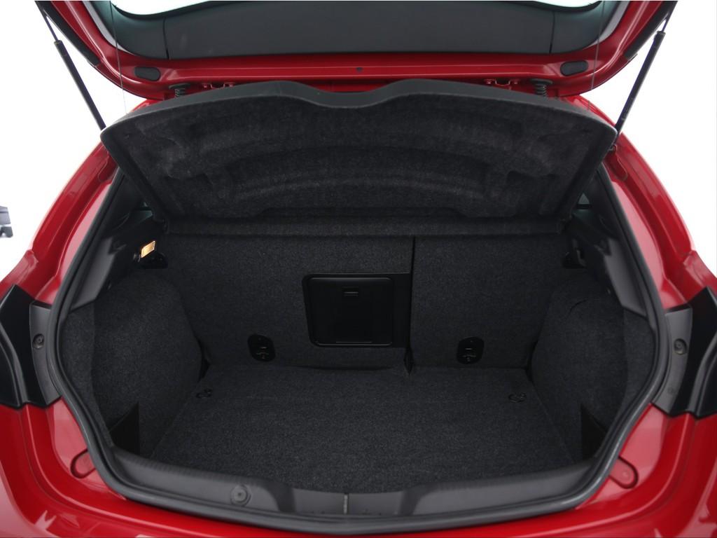 必要十分な広さの荷室!シートを倒せば更に広くなります!