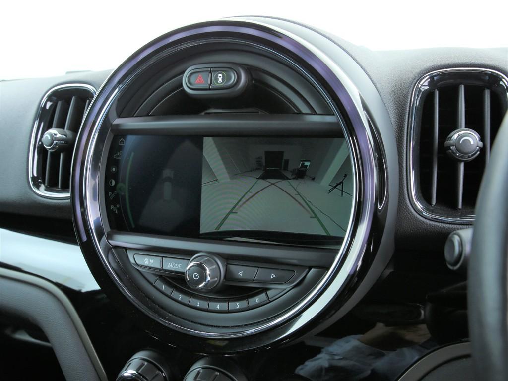 バックカメラやバックソナー等の運転支援システムも付いております!