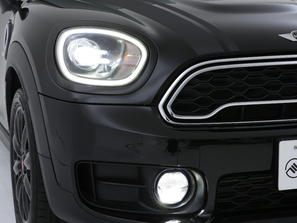 ヘッドライトは明るい純正LEDライト!夜のドライブも安心です!