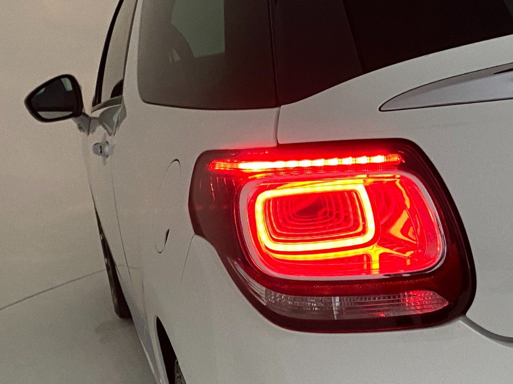 オシャレなデザインのテールランプ!LEDが連なって見えるテールランプです!