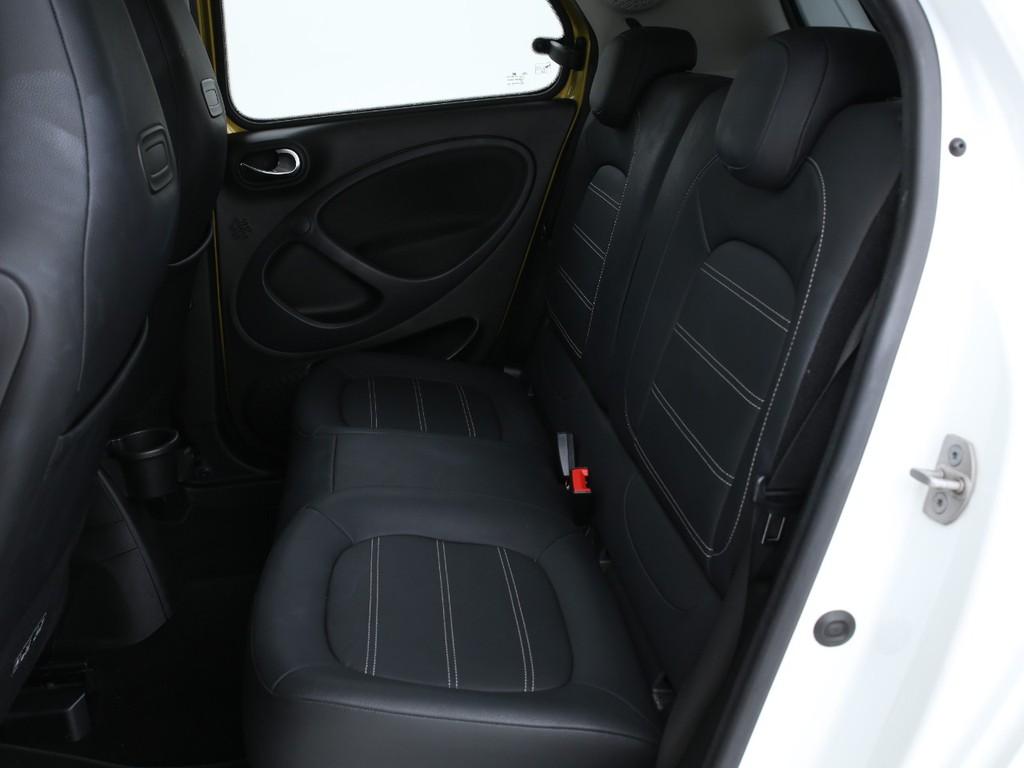 セカンドシートは2人乗りの乗車定員4人の5ナンバー車となります!