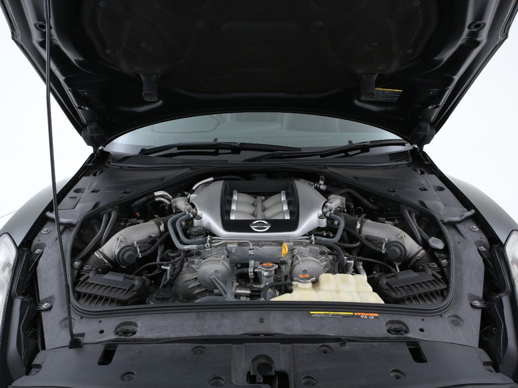 1台ずつ職人が手作りに仕上げる最大480psを発生するエンジンです!