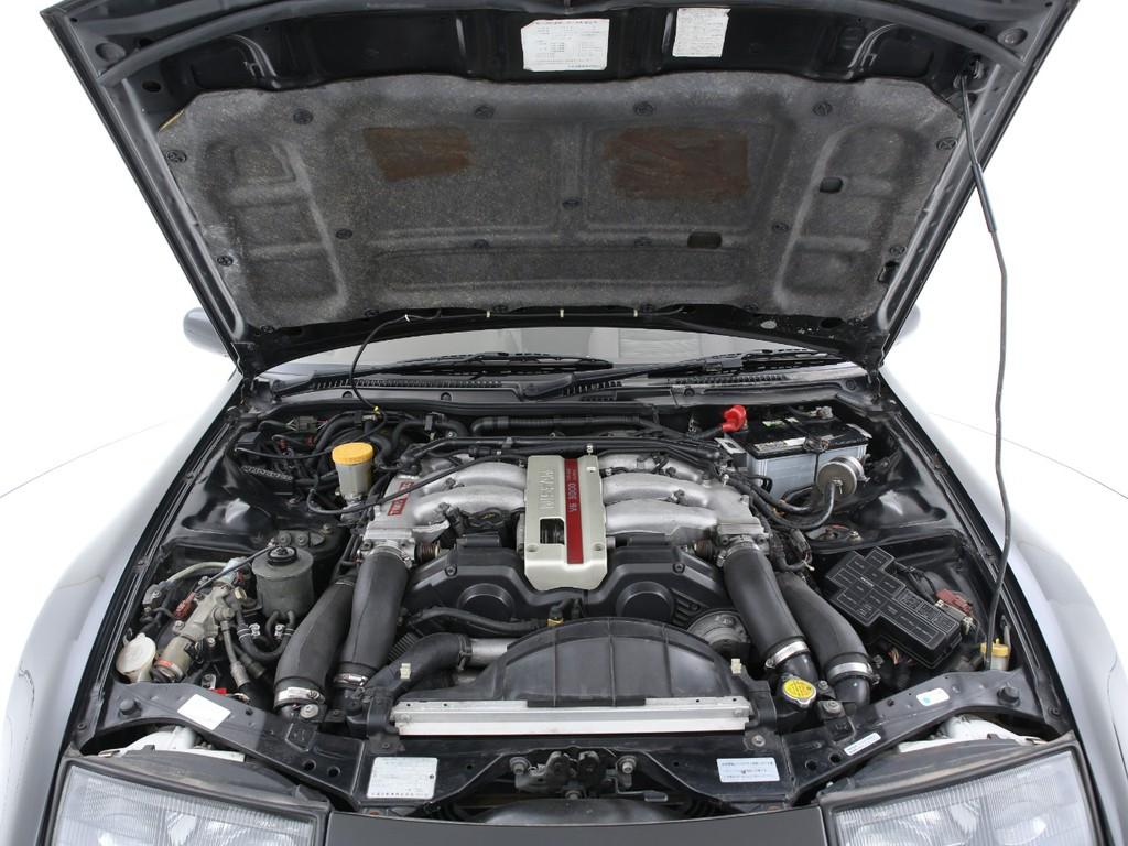 3000ccのツインターボエンジン!230ps(カタログ値)を発生します!