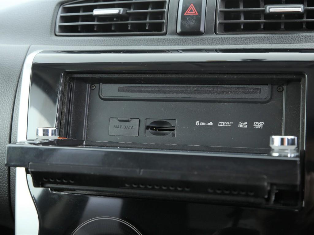 ニッサン純正ナビ!フルセグTV&DVD再生&Bluetooth機能付きです!