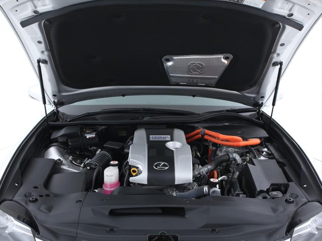 エンジンは2500ガソリンエンジン+モーターの組み合わせです!
