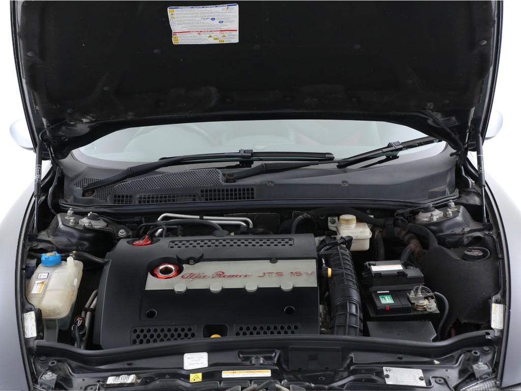 2000ccのJTSガソリンエンジン!ヘッドカバーにも刻印有りです!