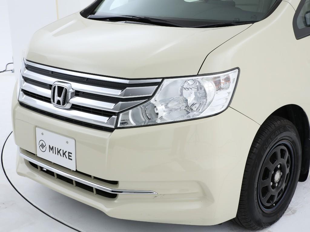 大きめのヘッドライトとメッキグリルが特徴のステップワゴンです!
