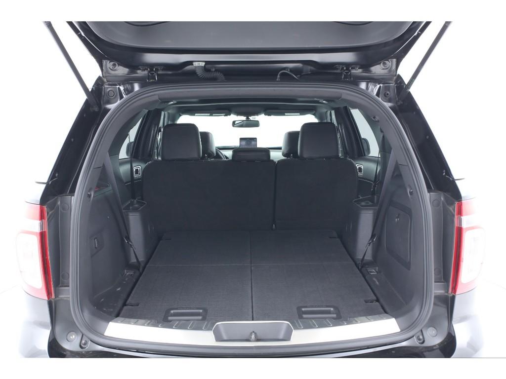 サードシートは格納できます!広い荷室としてもお使いいただけます!
