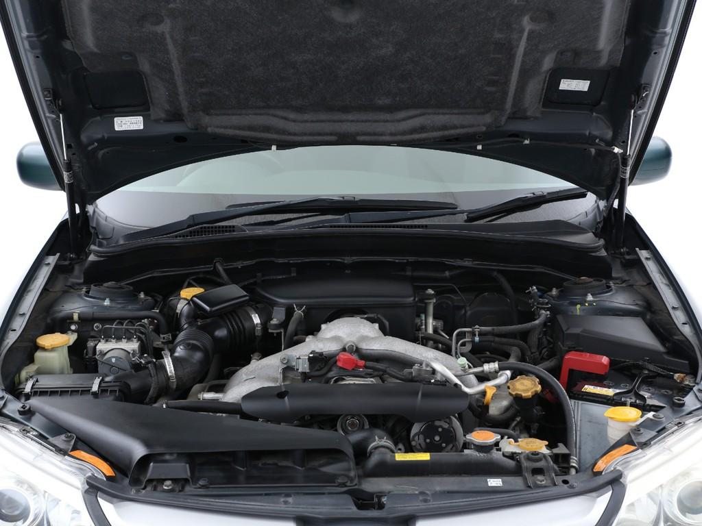 水平対向の4気筒1500ccガソリンエンジン搭載です!