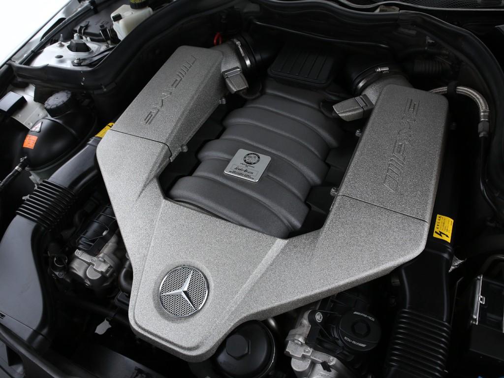 6200ccのV8ガソリンエンジン!AMGのパフォーマンスを感じて下さい!