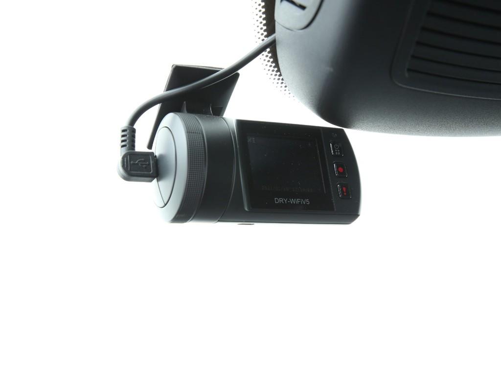 付いてて嬉しいユピテル製のドライブレコーダー付きです!