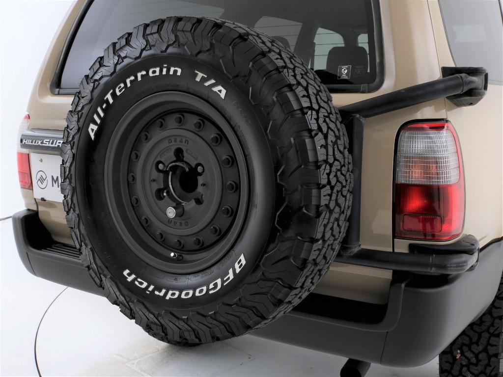 リアには背面タイヤ付きです!足元と同じ組み合わせのアルミ&タイヤを装着です!
