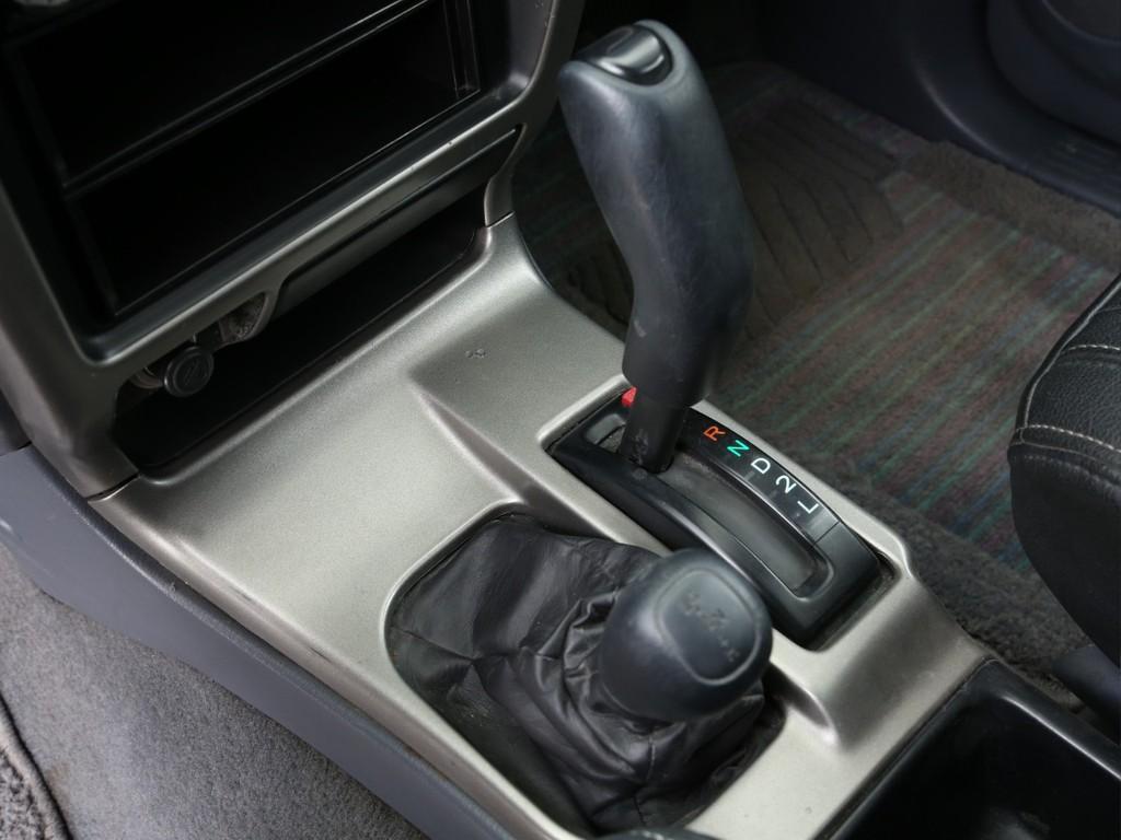 4WDはレバーにて切り替えとなります!状況に合わせてお使いください!