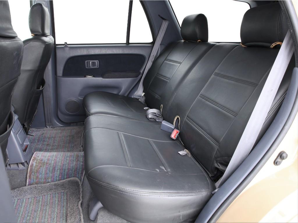 セカンドシートは3人掛けのシート!乗車定員は5人となります!
