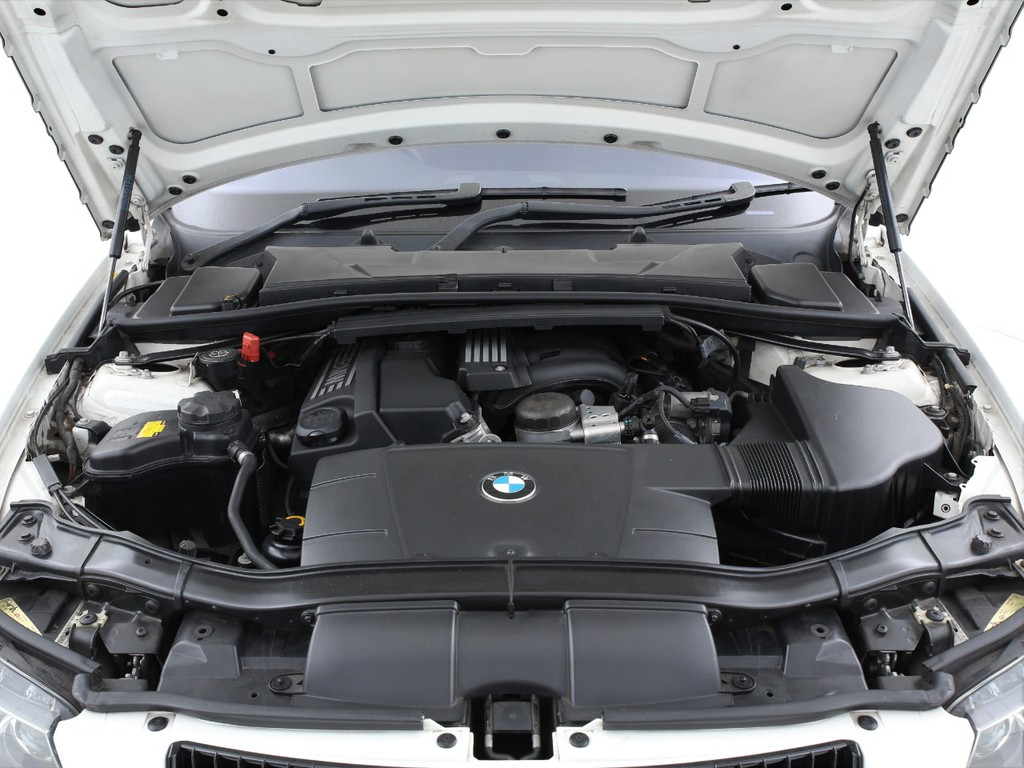 エンジンは2000ccのガソリン!170ps(カタログ値)を発生します!