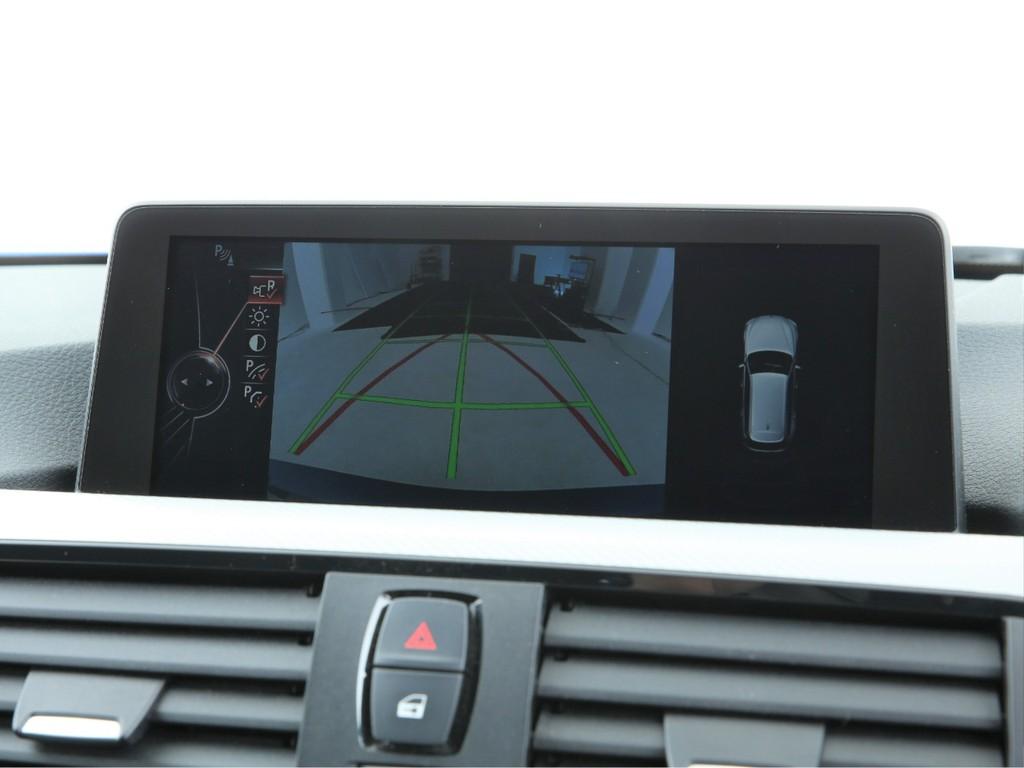 バックカメラ機能付き!コーナーセンサーと連動して障害物も教えてくれます!
