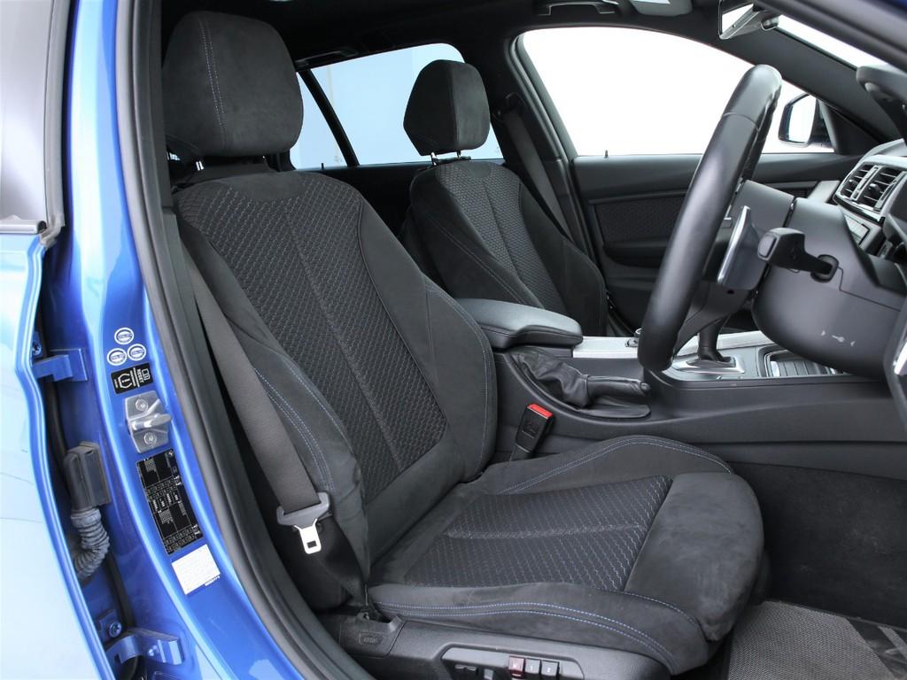 シートは電動にて調整可能なパワーシート!ホールド性も良く疲れにくいシートです!