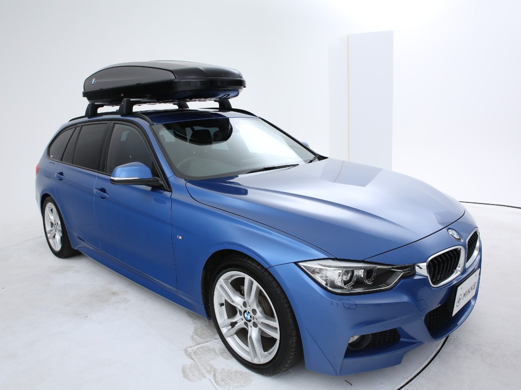 ボディーカラーはエストリルブルー!!BMW代名詞のボディーカラーです!