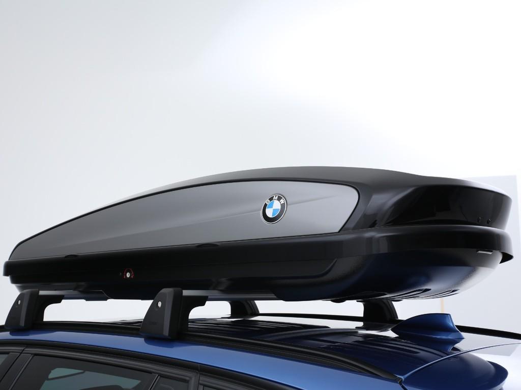 BMW純正のルーフボックス付き!ボックスのデザインもカッコいいです!