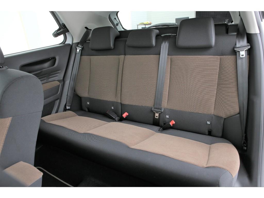 セカンドシートは3人掛けの乗車定員5人となります!