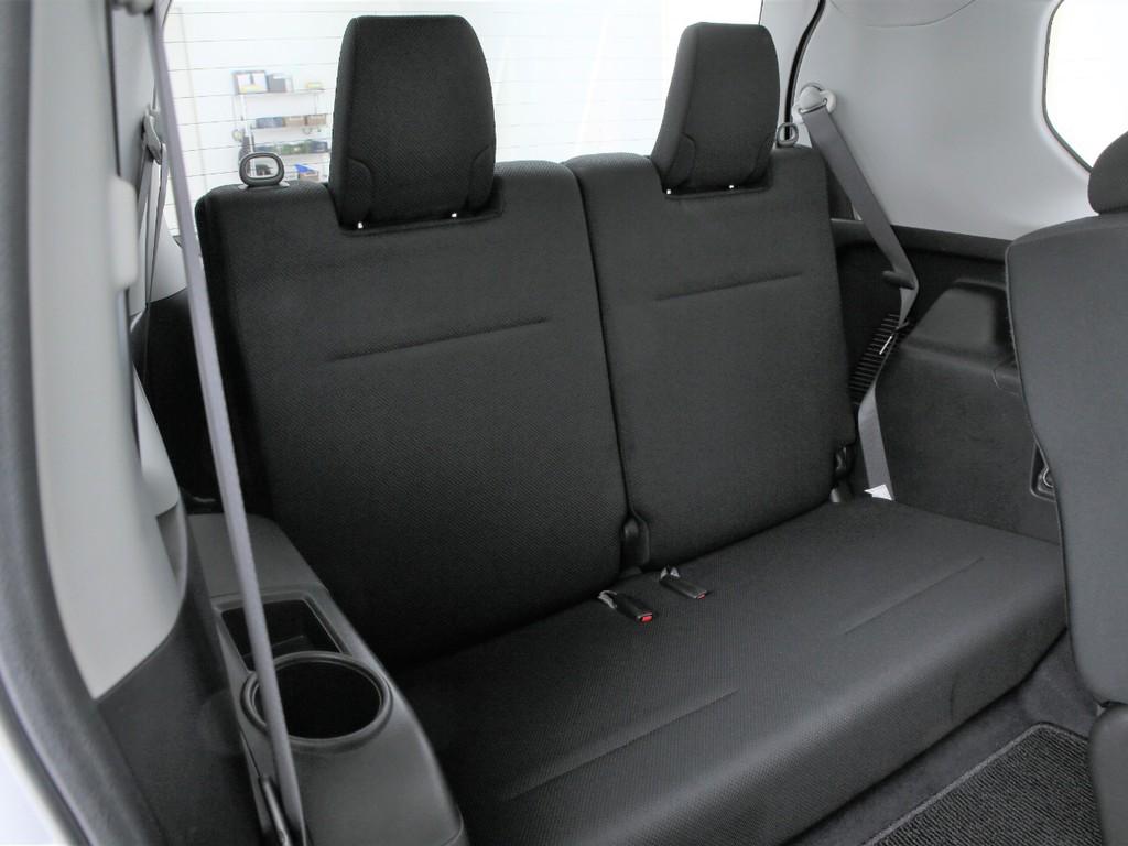 サードシートは2人掛けシート!3列シートの7人乗りとなります!