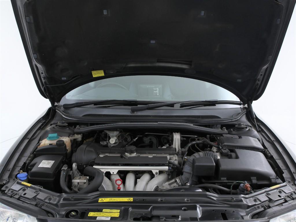 エンジンは2400ccのガソリン!十分なパワーを発揮するエンジンです!