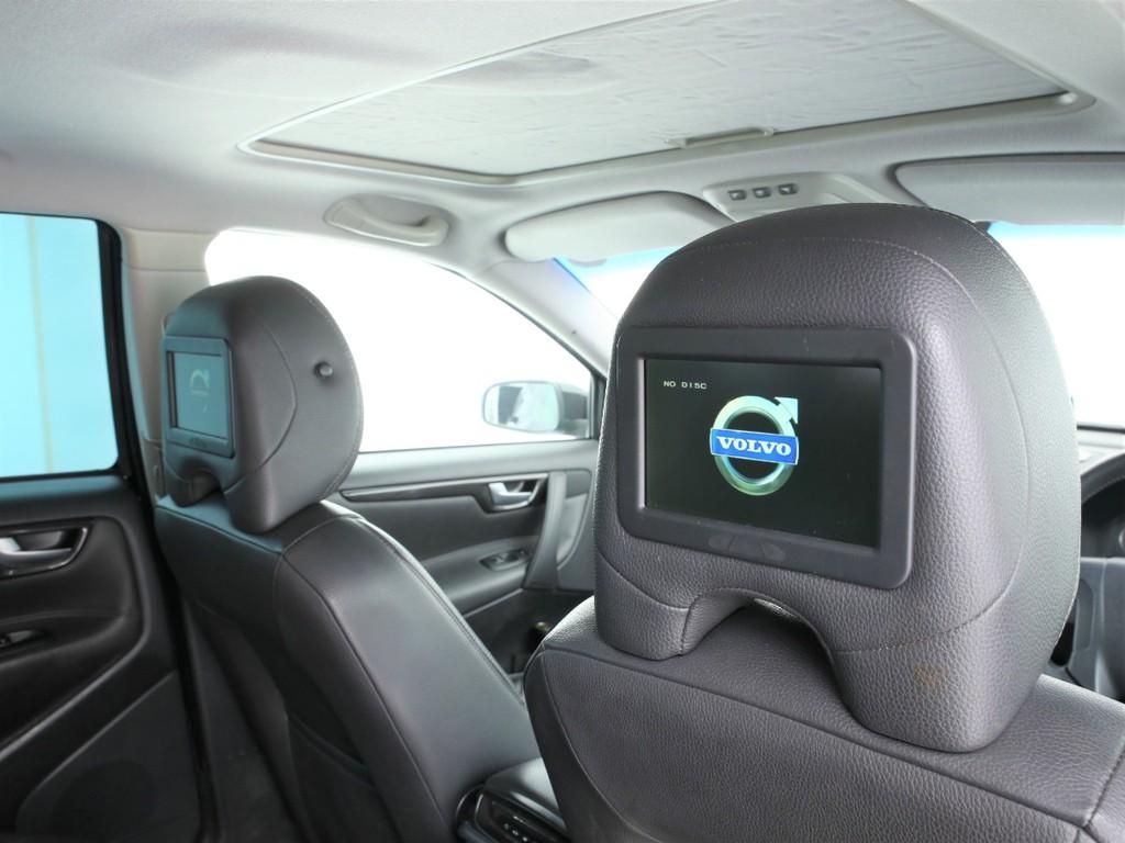 後席用のヘッドレストモニター付き!TV&DVD視聴可能です!