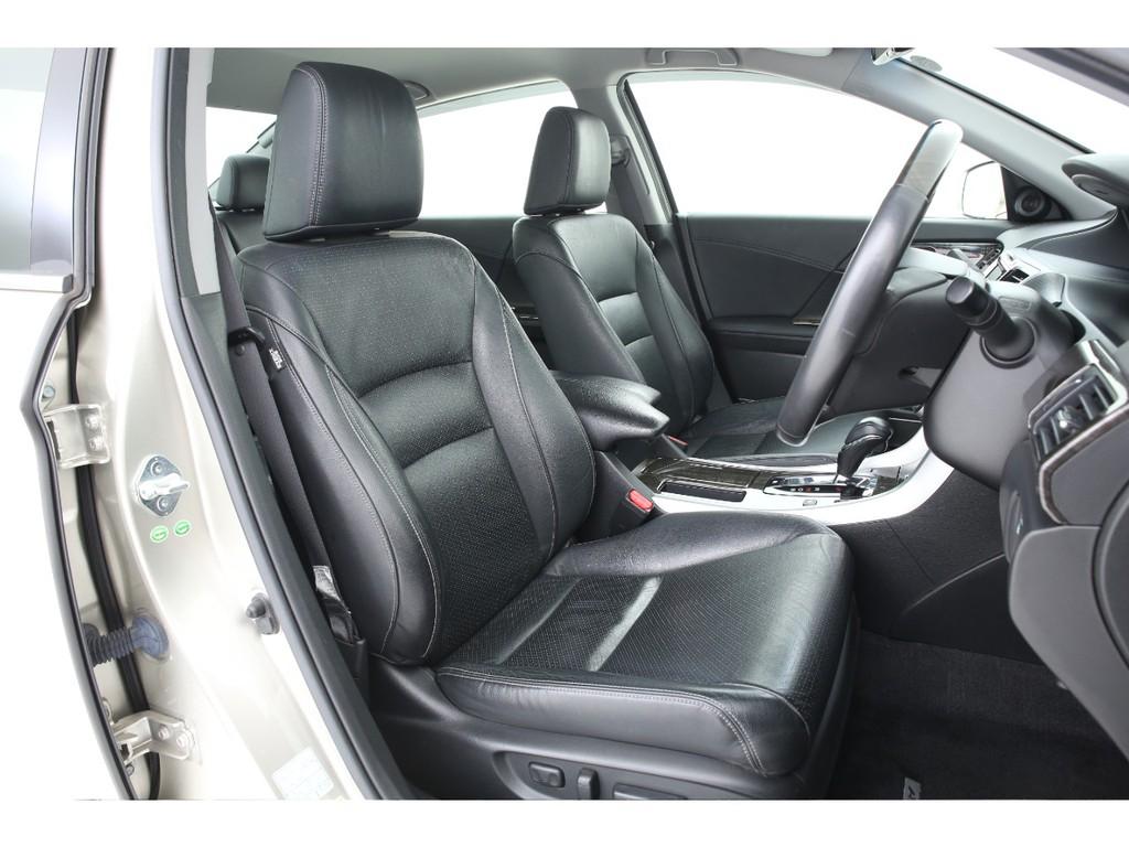 シートはオプションの全席本革となっております!シートヒーター機能も付いております!