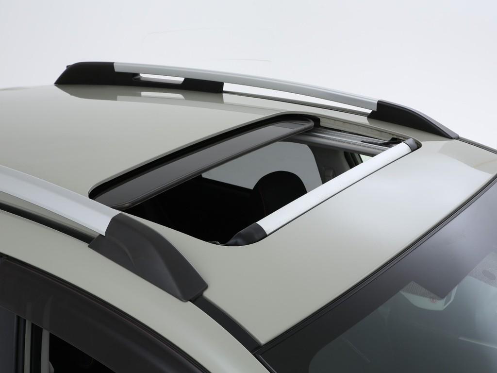 特別仕様車のポップスターですのでガラスサンルーフが標準装備となります!