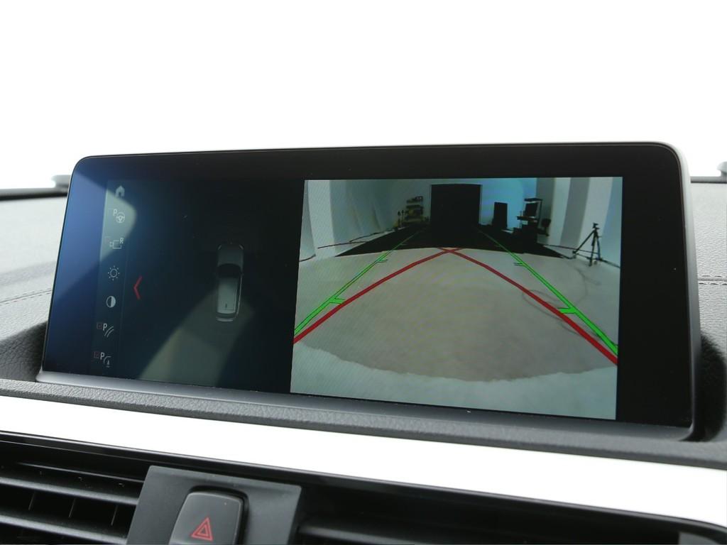 BMW純正オーディオ!Bluetooth&バックカメラも付いております!